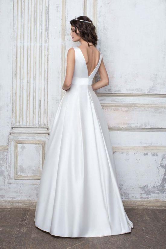 Минималистичное платье салона Edlerweiss