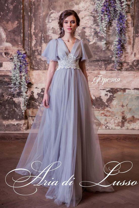 Скромное свадебное платье в салоне Edlerweiss